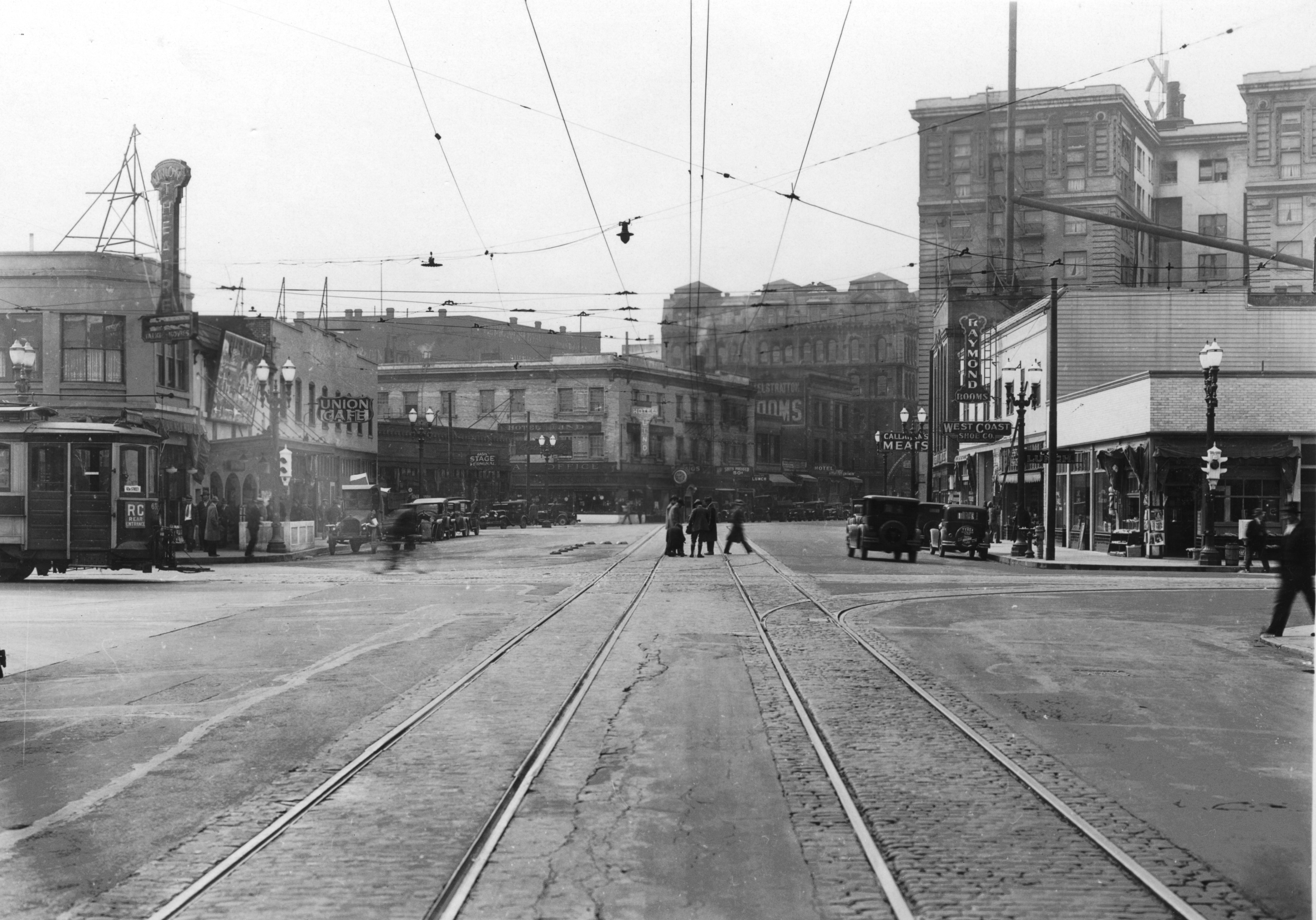 w-burnside-st-and-sw-3rd-ave-after-widening-1932